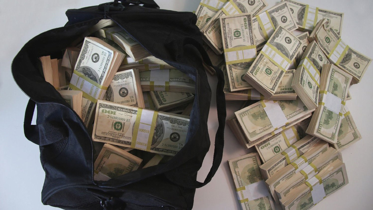 500000 Prop Movie Money Bundles In A Duffel Bag The