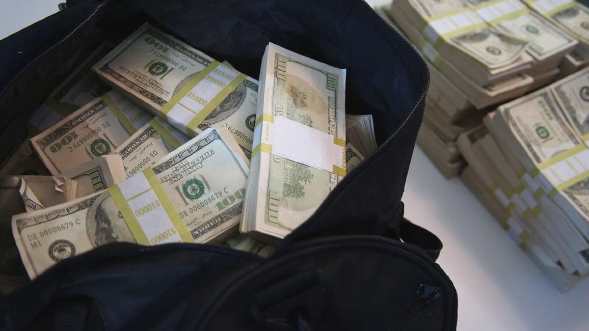 500000 prop movie money bundles in a duffel bag the