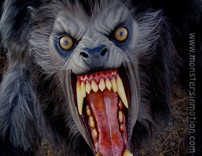 2 freaking crazy videos American-werewolf-in-london-lifesize-2