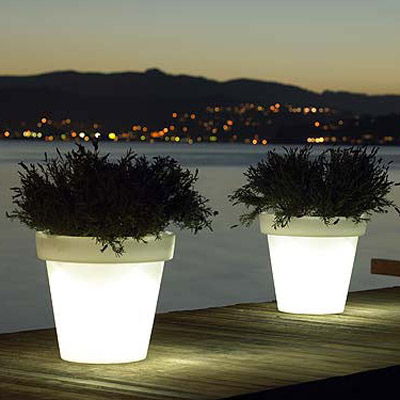 Bloom light pot by designer rob slewe the green head - Pots de fleurs lumineux ...
