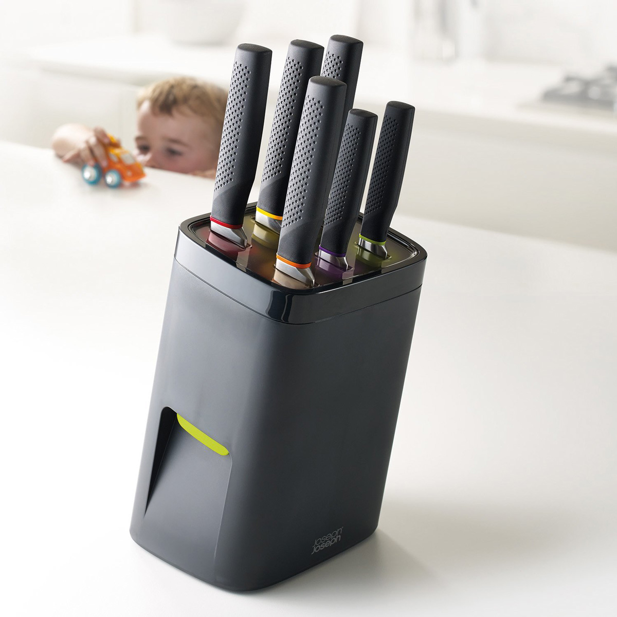 Childproof Self Locking Universal Knife Block The Green Head