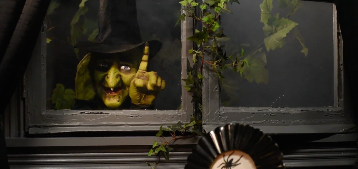 Creepy Animated Window Tapping Witch The Green Head