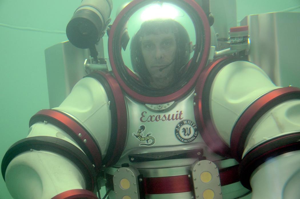 http://www.thegreenhead.com/imgs/exosuit-self-propelled-atmospheric-diving-suit-5.jpg