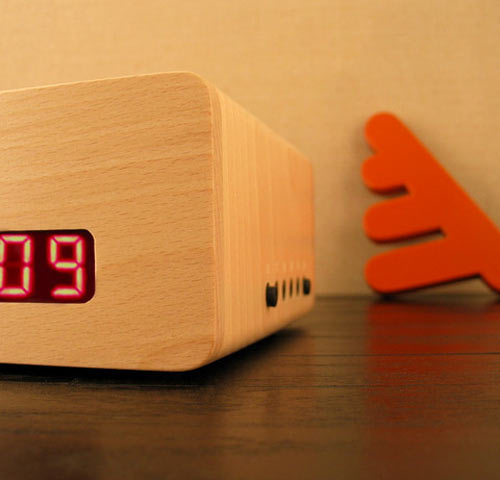 Simple wooden alarm clock furni gator se the green head for Minimalist alarm clock