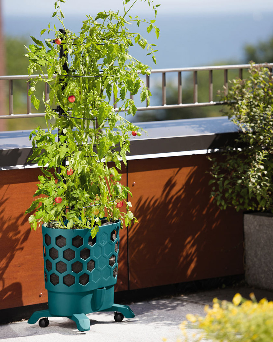 Gardener 39 S Revolution Self Watering Tomato Planter With