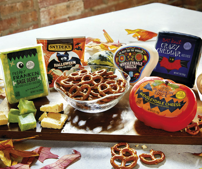 ALDI's Spooky Halloween Cheese Assortment w/ Pumpkin Spice Cheese!