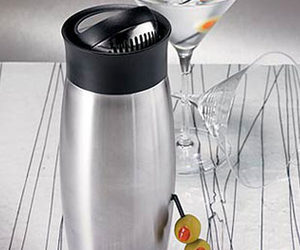 All-in-One Flip-Top Cocktail Shaker