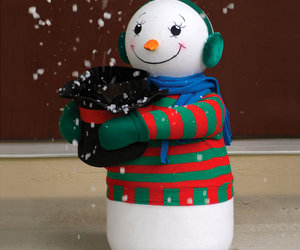Amazing Snow Flurry Generating Snowman