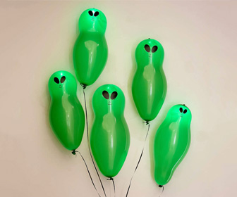 Blinking Light-Up Alien Balloons