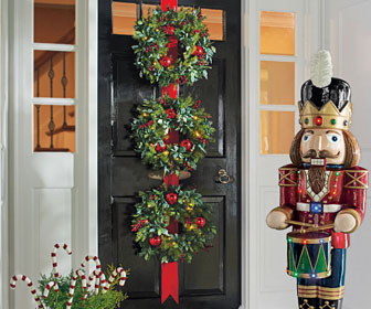 Cordless Triple Wreath Door Hang