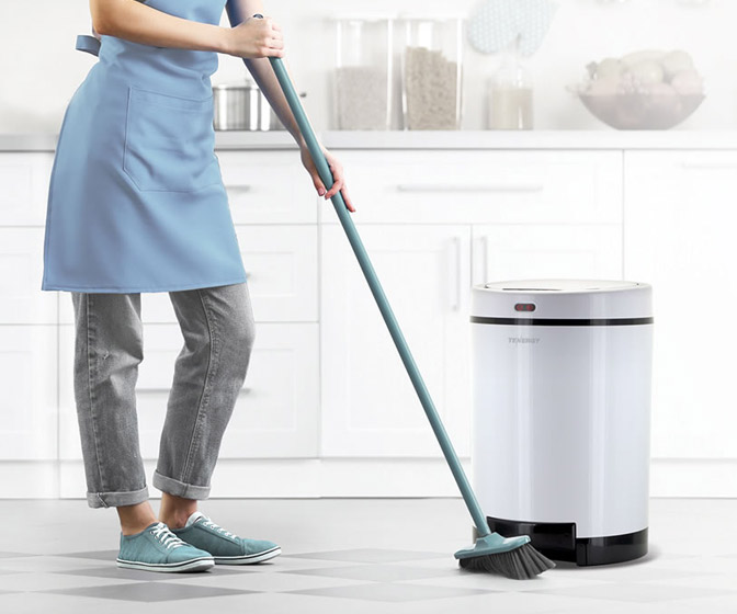 Debris Vacuuming Trash Can