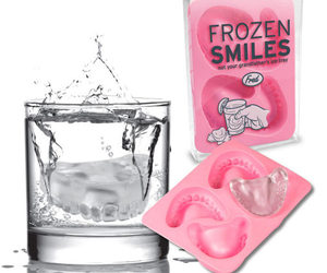 Frozen Smiles - Dentures Ice Cube Tray