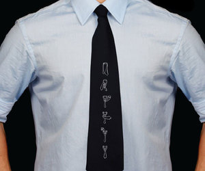 HowTie - Instructional Necktie