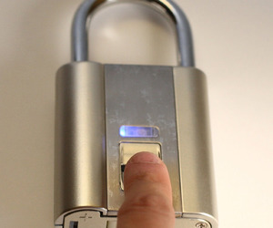 iFingerLock - Biometric Fingerprint Padlock