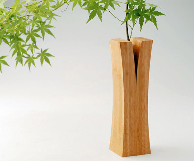Lin Single Flower Split Bamboo Vase