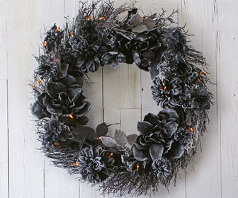 Pre-Lit Black Dahlia Halloween Wreath