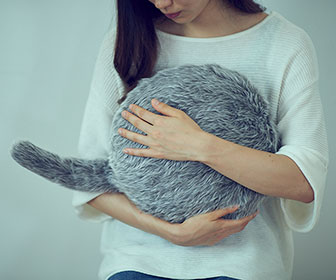 Qoobo - Robotic Wagging Cat Tail Pillow