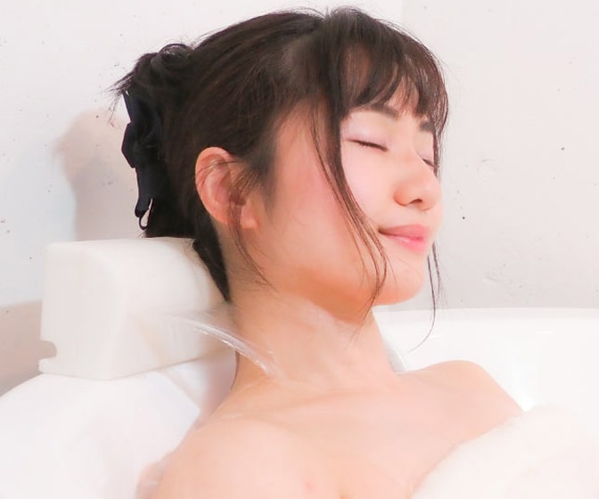 Soothing Bathtub Neck and Shoulder Waterfall