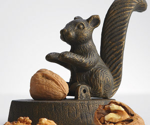 Peanut shell nut bowl the green head Nutcracker squirrel