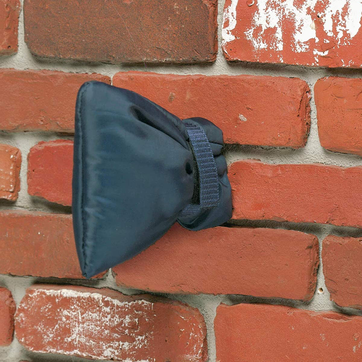 Insulated Outdoor Faucet Cover Prevents Frozen Pipes
