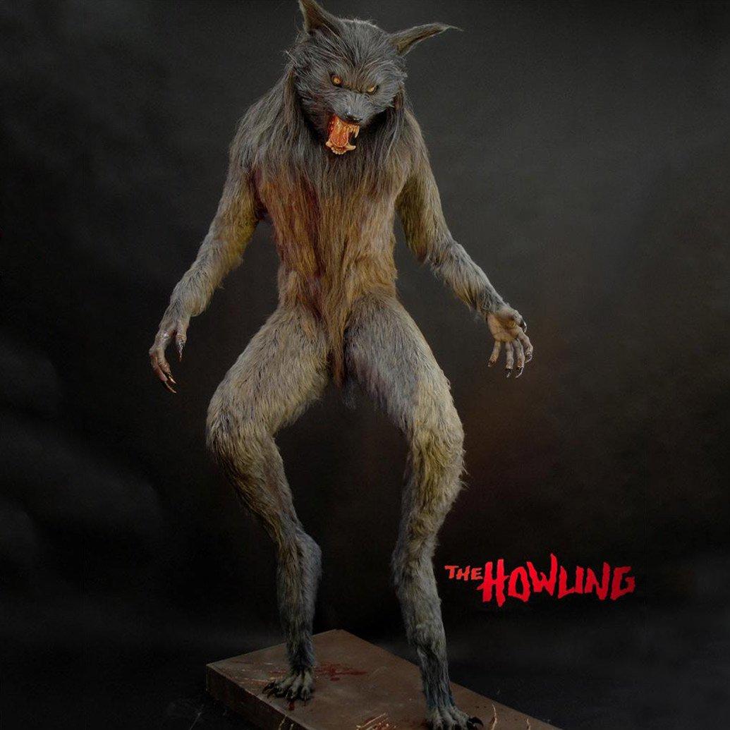 lifesize howling werewolf statue   the green head