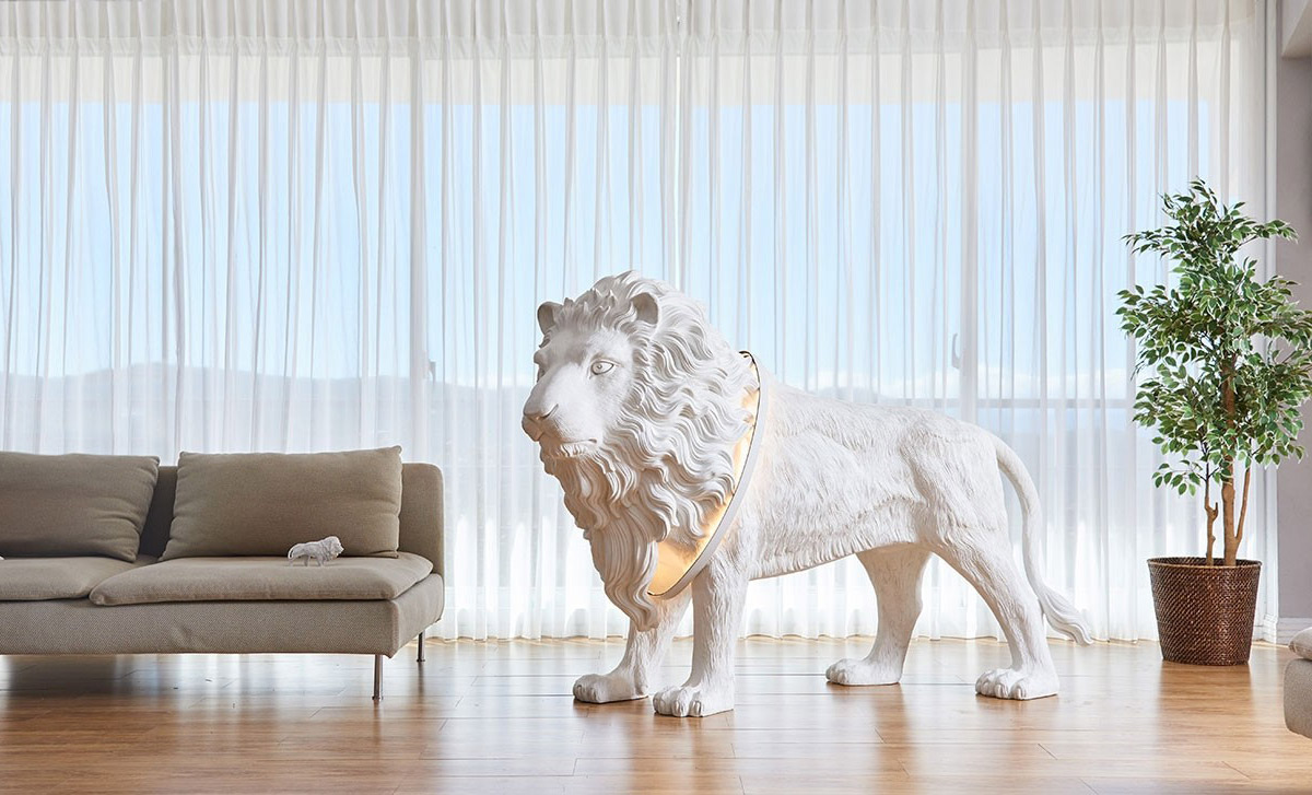 Lion X Lifesize Lion Statue Floor Light