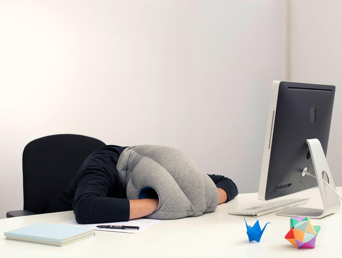 такой стойкой картинка спящего человека за столом ваша любимая