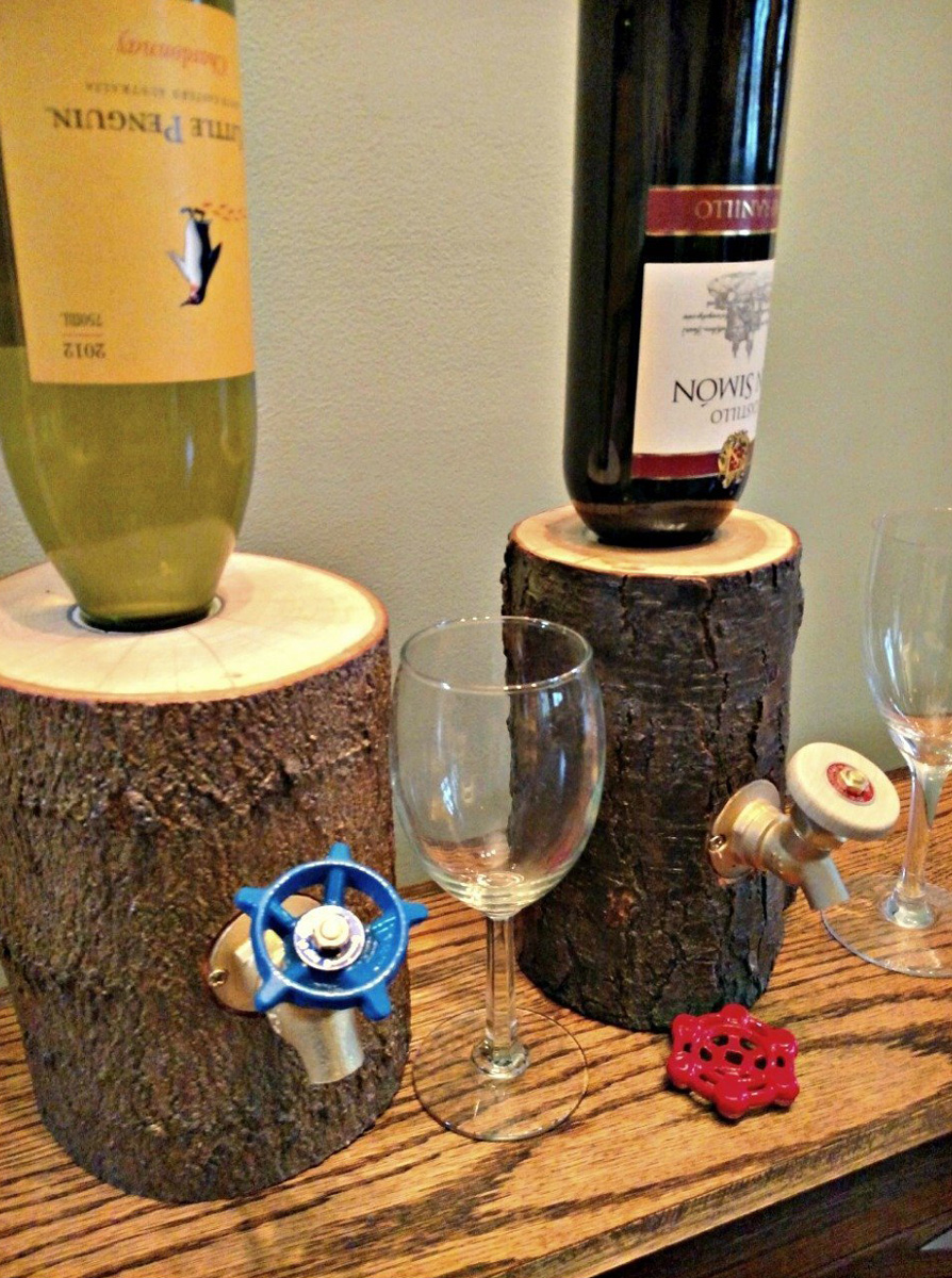 rustic log wine liquor dispensers the green head. Black Bedroom Furniture Sets. Home Design Ideas