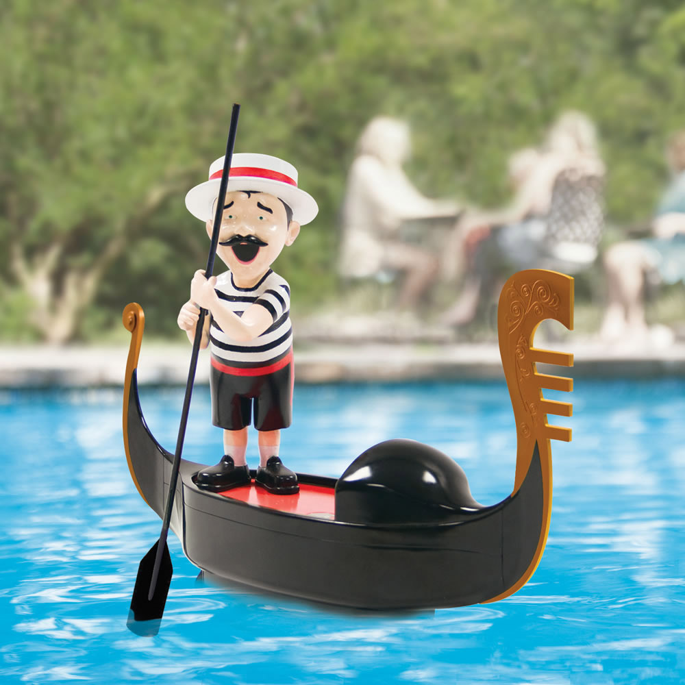 Serenading pool gondolier the green head for Pool designs venice