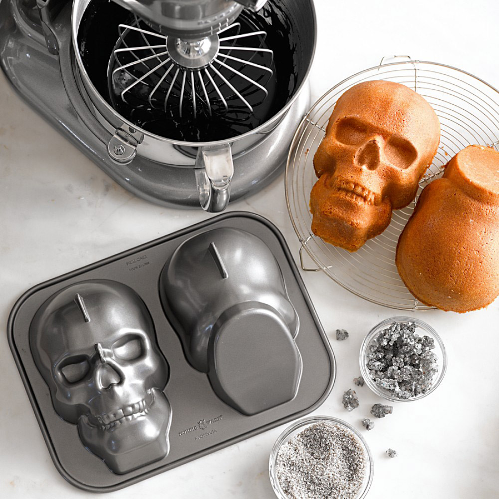 skull cake baking pan the green head. Black Bedroom Furniture Sets. Home Design Ideas