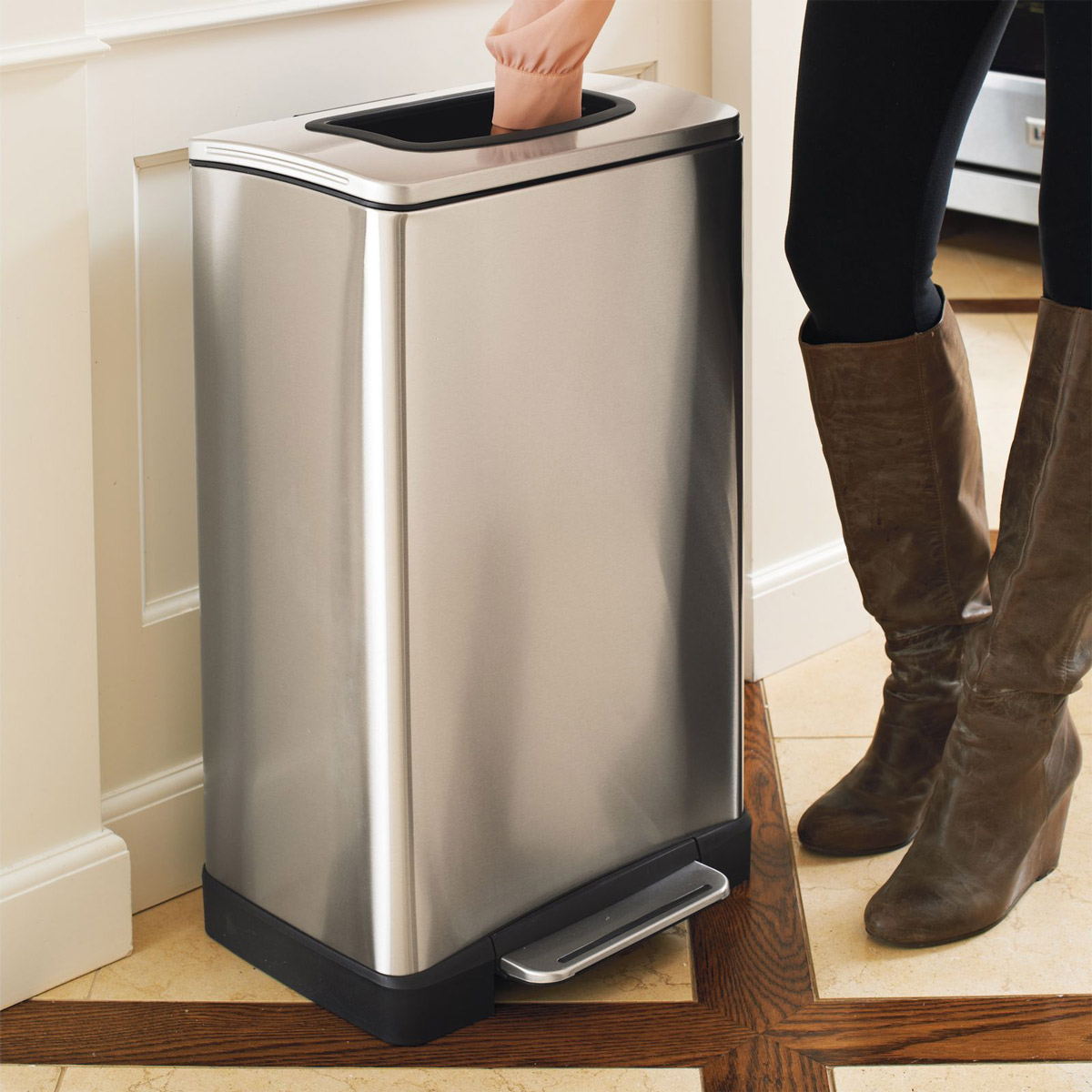 Trash krusher trash can with built in manual trash compactor the green head - Cool wastebaskets ...