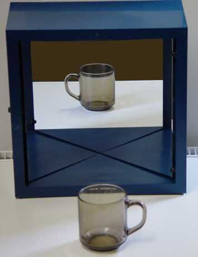 True mirror shows your true reflection the green head for Reflection miroir