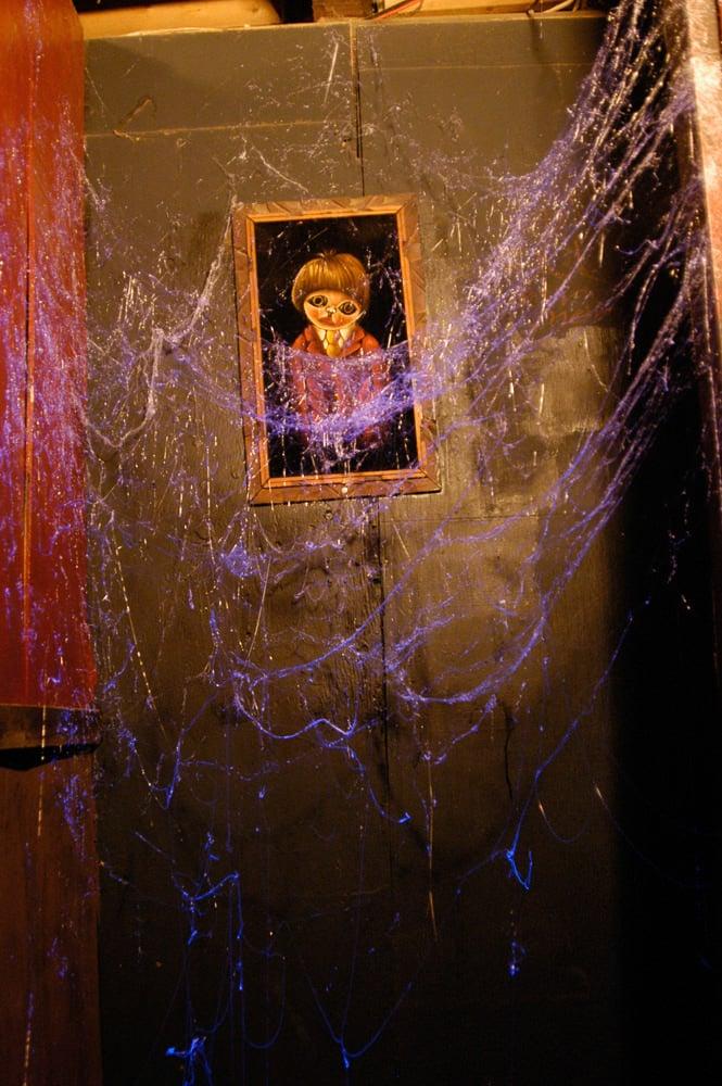 Webcaster Gun Creates Highly Realistic Halloween Cobwebs