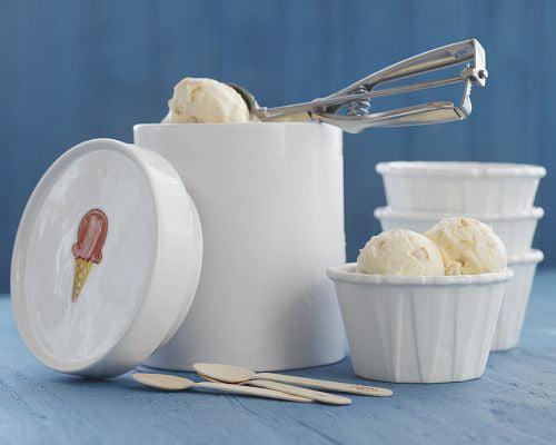 Wooden Ice Cream Spoons and Ceramic Ice Cream Cups