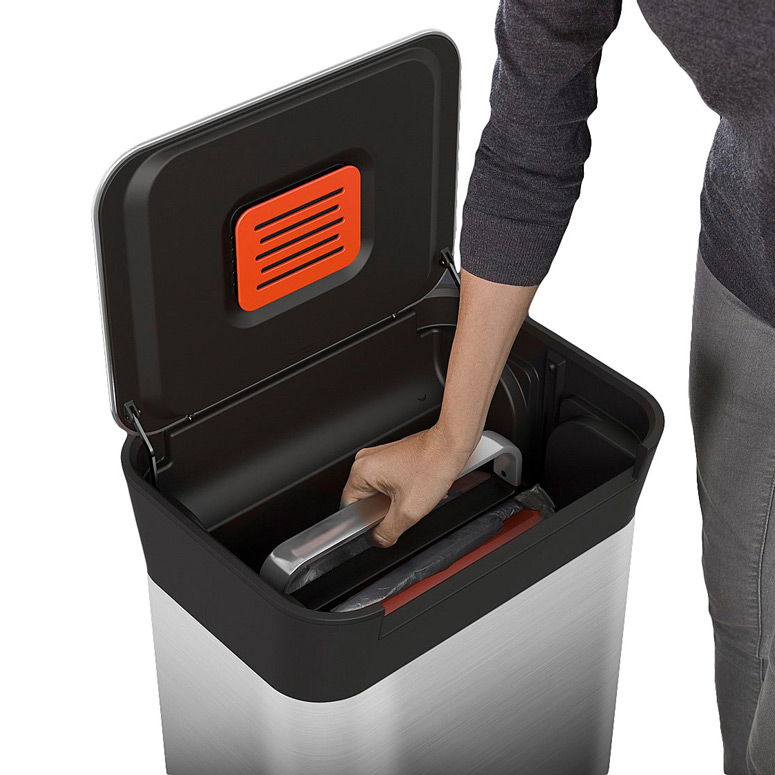 Compacting Garbage Can
