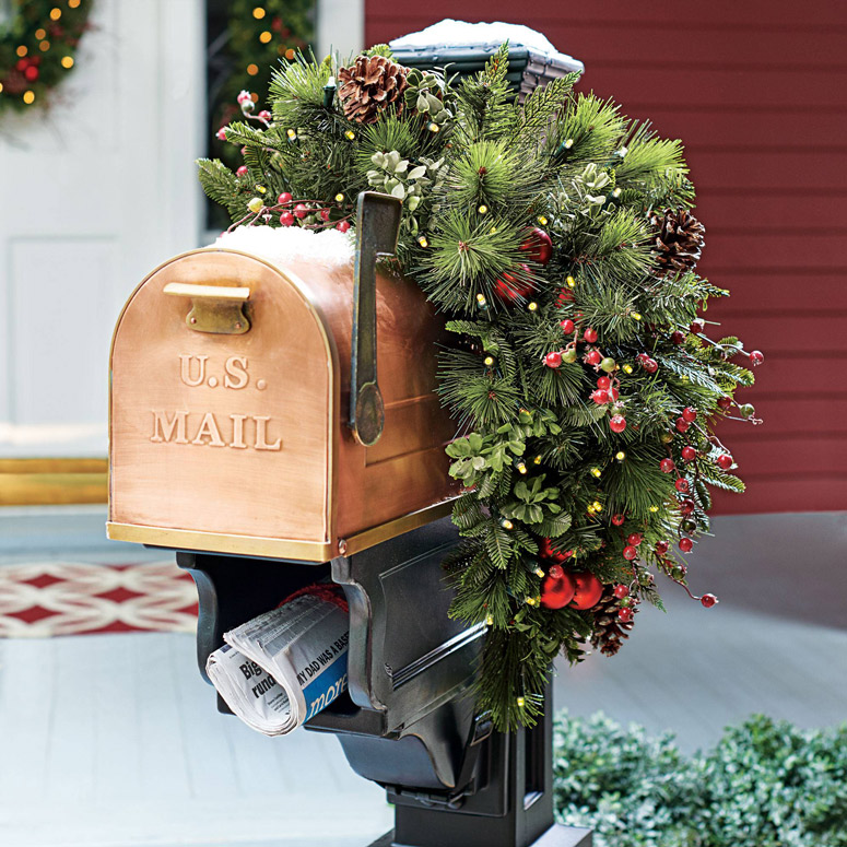 Cordless Pre-Lit Mailbox Holiday Swag
