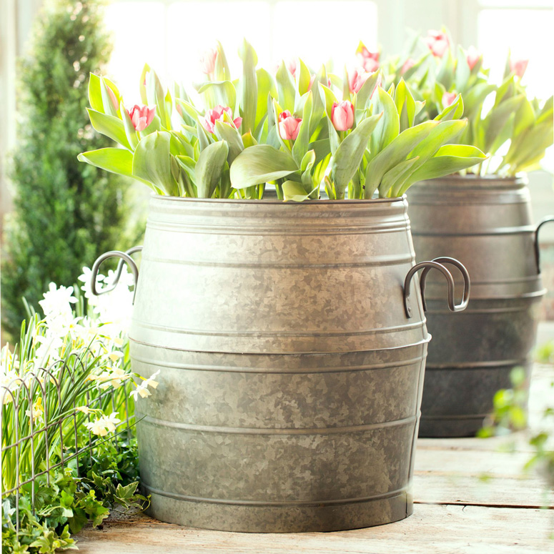 Galvanized metal barrel planter the green head for Tin tub planters