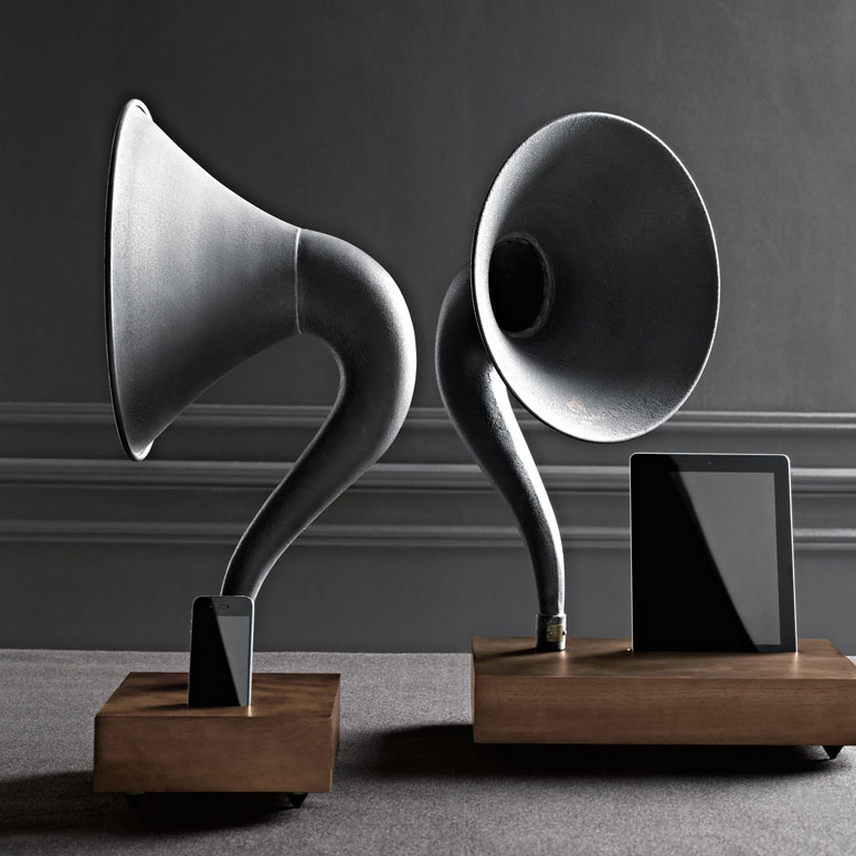 iPhone / iPad Gramophone - Amplifying Speaker Horn
