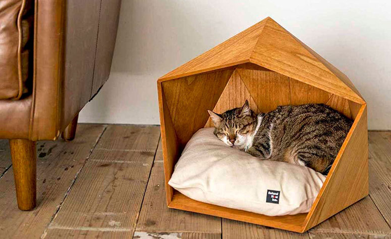Kamakura Geometric Wooden Cat Cave