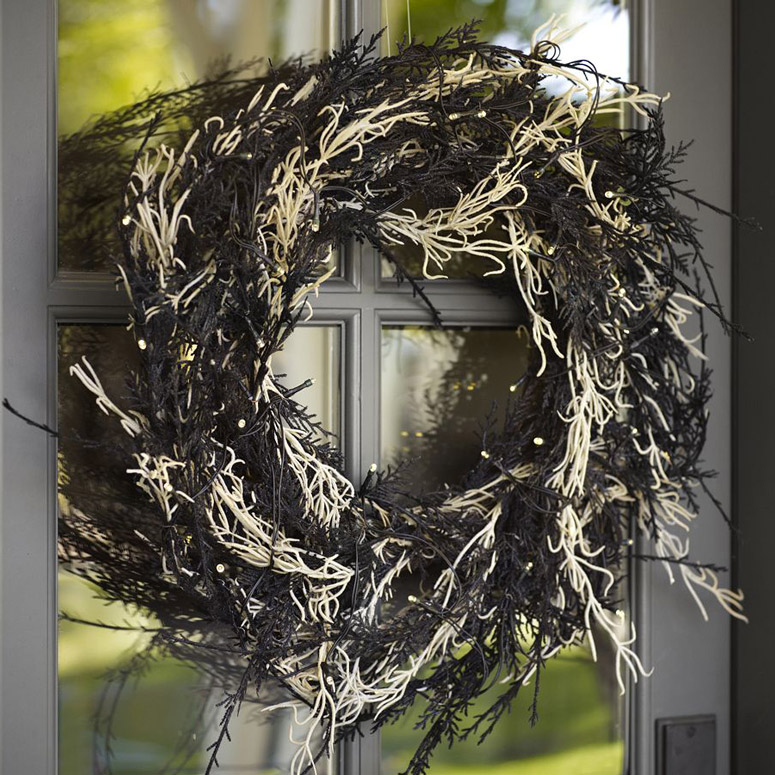 Lit Spanish Moss Wreath