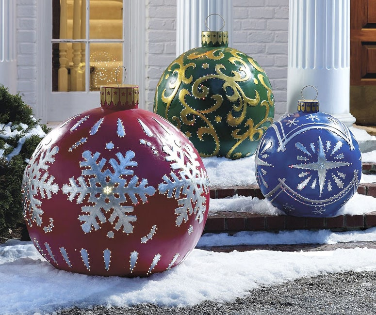 massive outdoor lighted christmas ornaments - Giant Outdoor Christmas Decorations