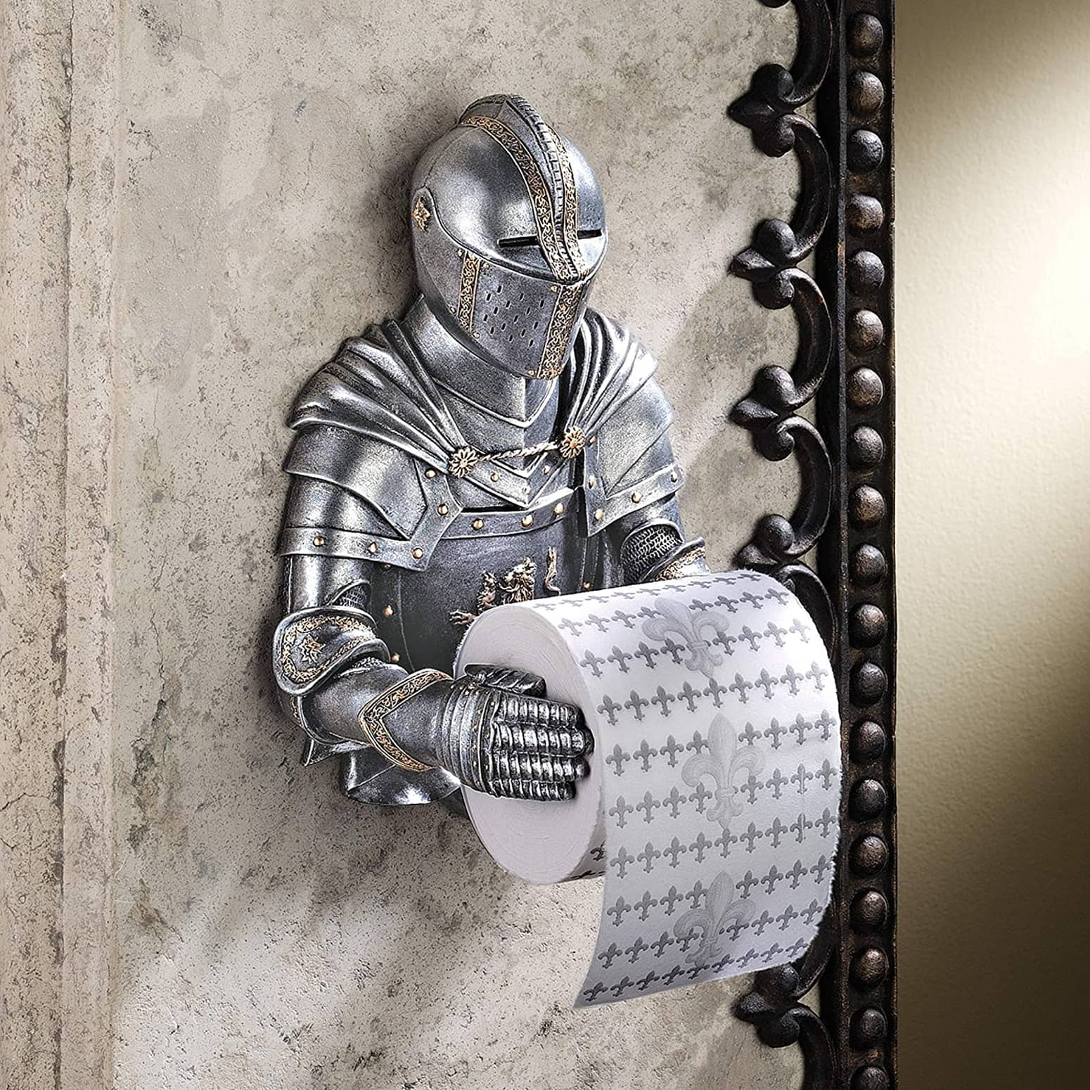 Medieval knight toilet paper holder the green head Funny toilet paper holders