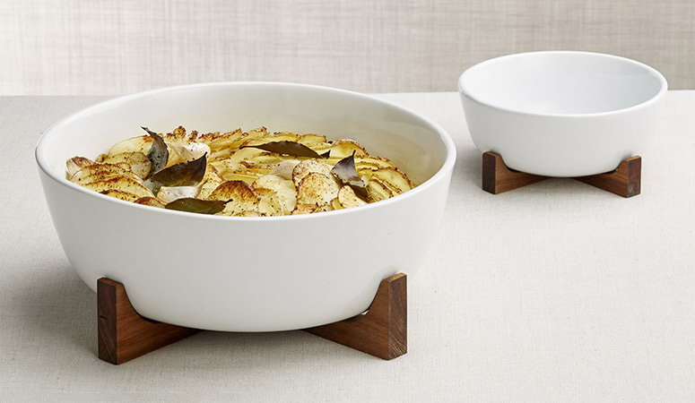 Oven to Table Serving Bowl With Acacia Wood Stand