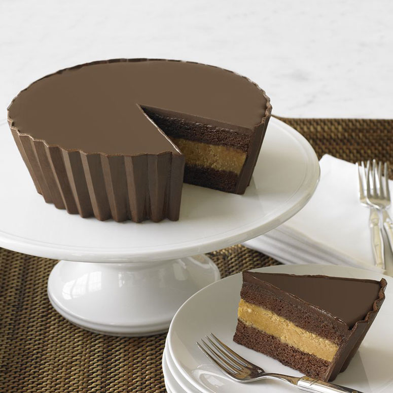 chocolate cupcakes with reese\'s peanut butter cups