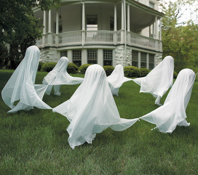 Creepy staked yard ghosts the green head for Pinterest halloween outdoor decorations