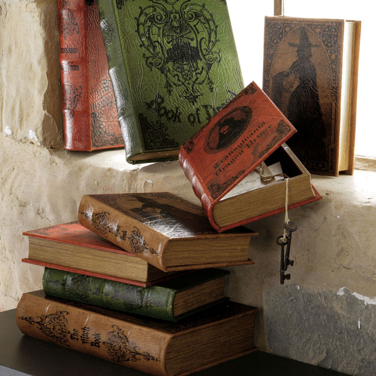 Greatest Vintage Halloween Book Boxes - The Green Head DF09